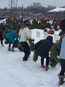 laying-wreaths